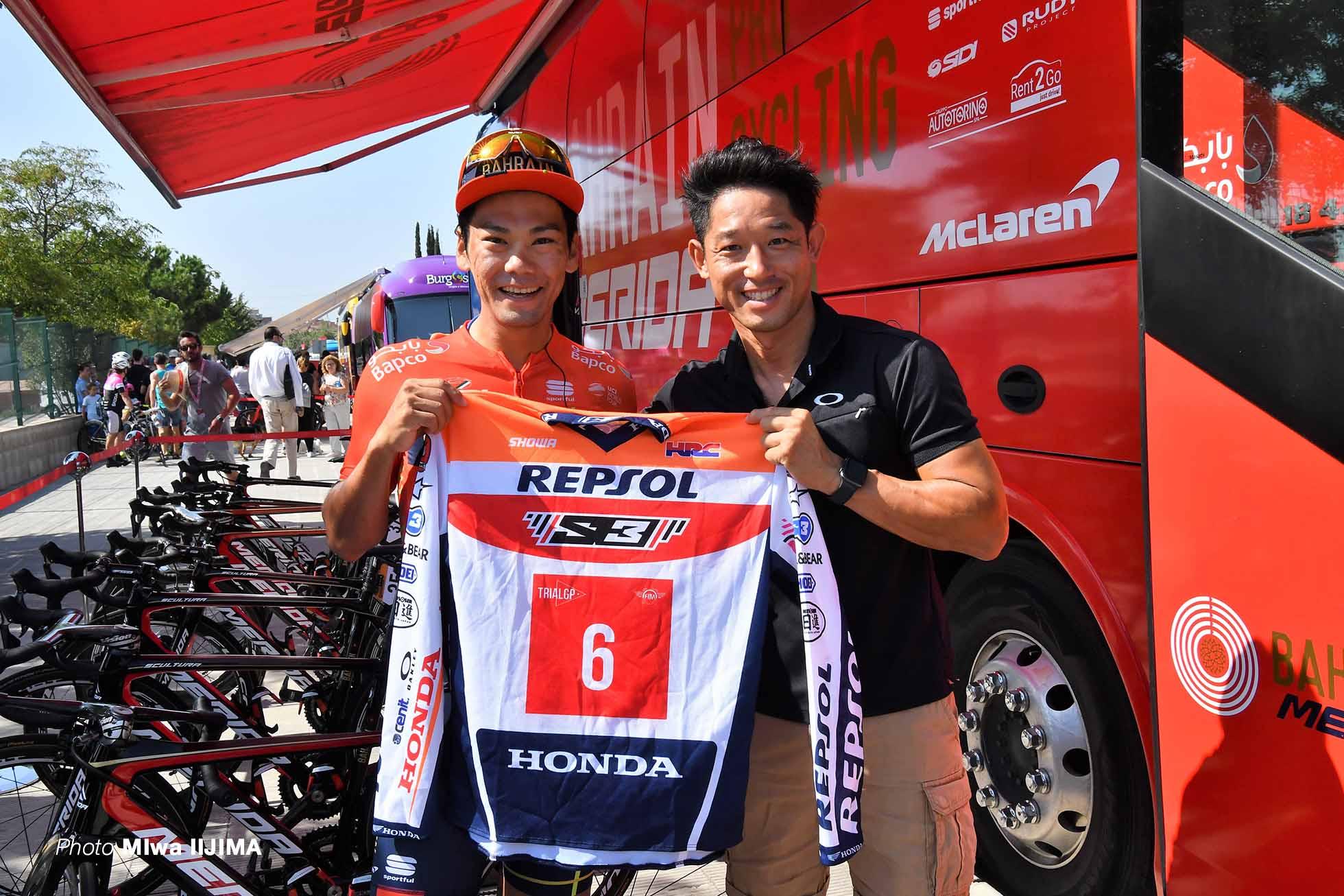 応援に駆けつけたスペイン在住の、日本人唯一のオートバイトライアル世界選手権チャンピオン藤波貴久と新城幸也