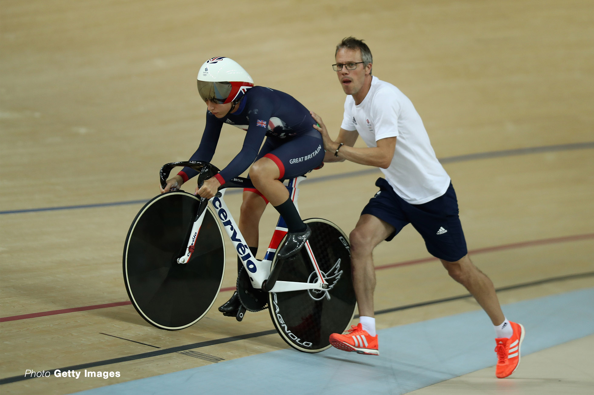 RIO DE JANEIRO, BRAZIL - AUGUST 16: Laura Trott of Great Britain gets a start from coach Paul Manning during the Women's Omnium Flying Lap 5\6 race on Day 11 of the Rio 2016 Olympic Games at the Rio Olympic Velodrome on August 16, 2016 in Rio de Janeiro, Brazil. (Photo by Bryn Lennon/Getty Images)
