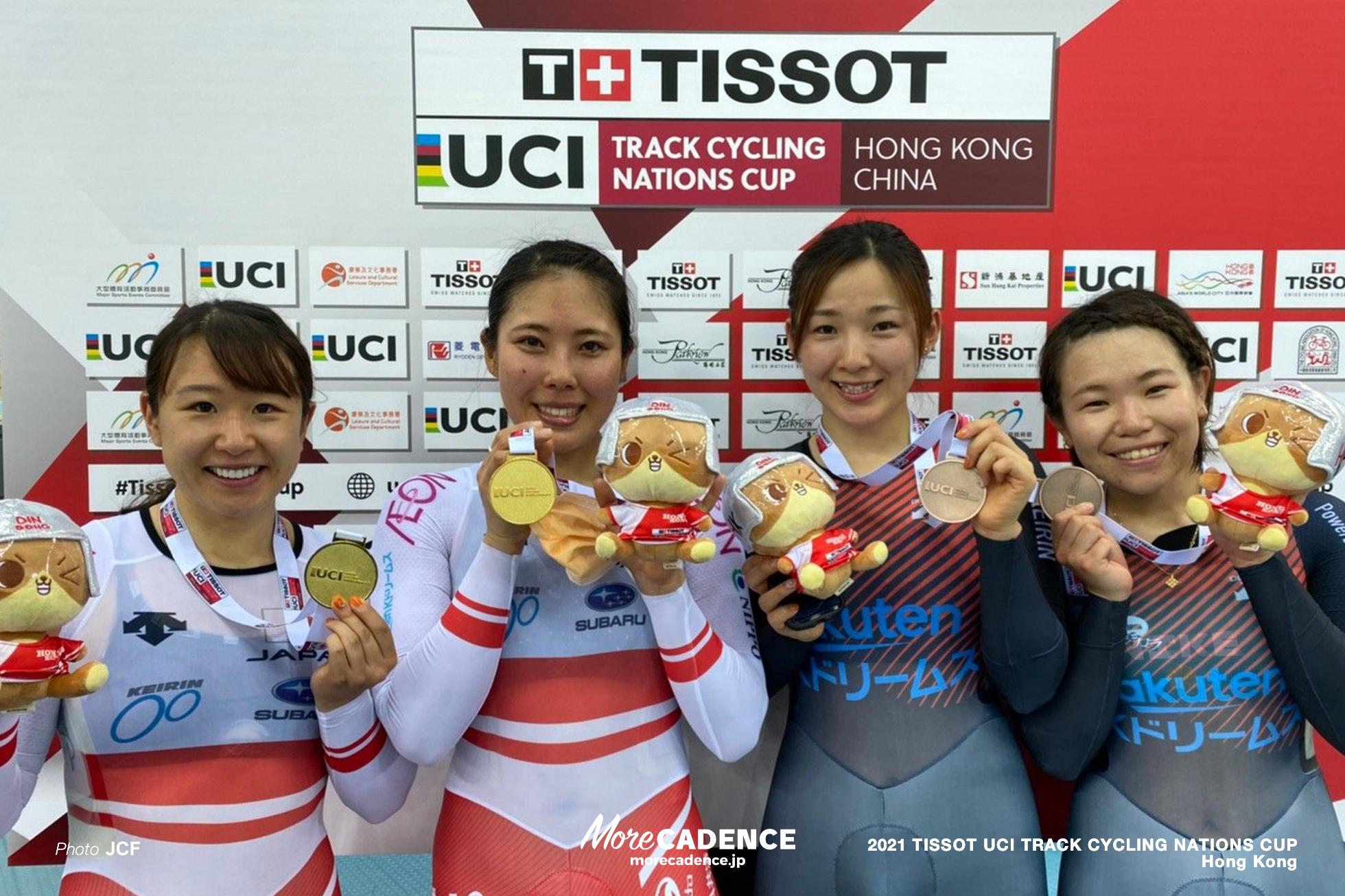 女子選手 メダル獲得後の笑顔