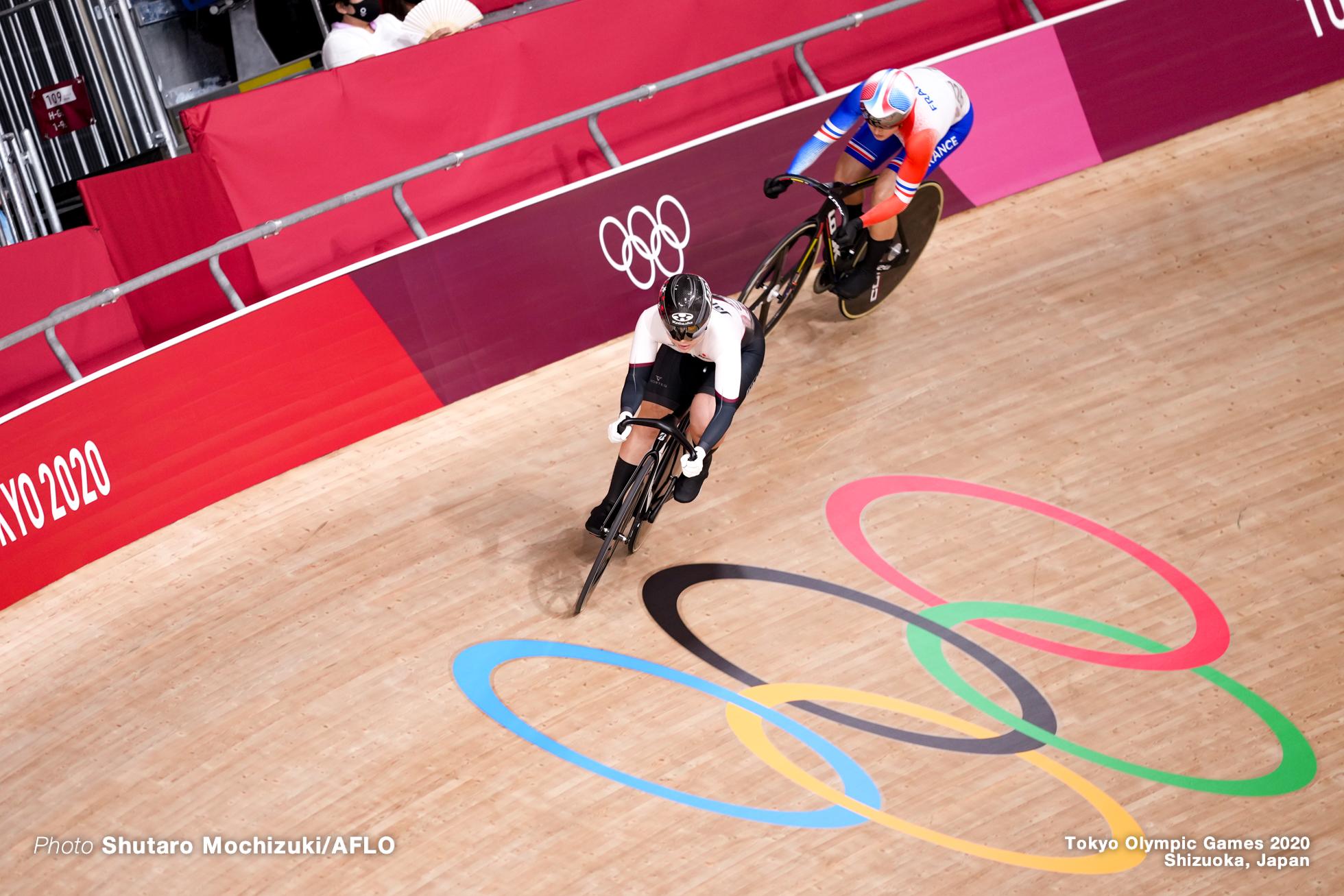マチルド・グロ Mathilde Gros (FRA), 小林優香 Yuka Kobayashi (JPN), Women's Sprint 1/16 Final AUGUST 6, 2021 - Cycling : during the Tokyo 2020 Olympic Games at the Izu Velodrome in Shizuoka, Japan. (Photo by Shutaro Mochizuki/AFLO)