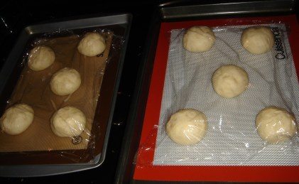 Shape the pieces of bread dough into balls, then proof for 60 minutes.