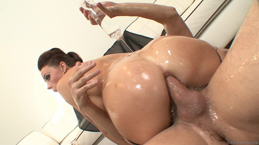 Chanel Preston Gets An Oil Change Before Anal Sex Pics-2425