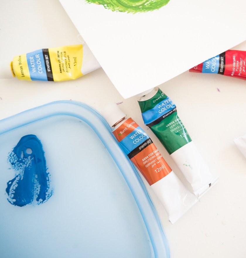 Aquarellfarben-in-Tuben-Malpalette-Papier