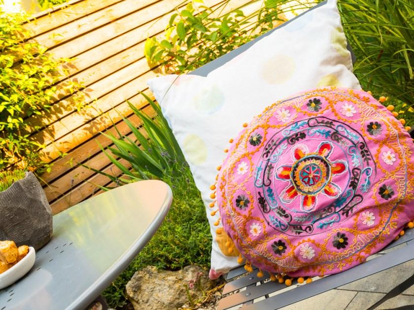 Terrassen-Gestaltung-Gartenstuhl-Kissen