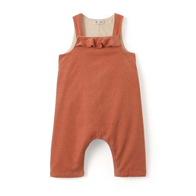 Herbst-Outfits-für-Kinder-Latzhose hautfarben