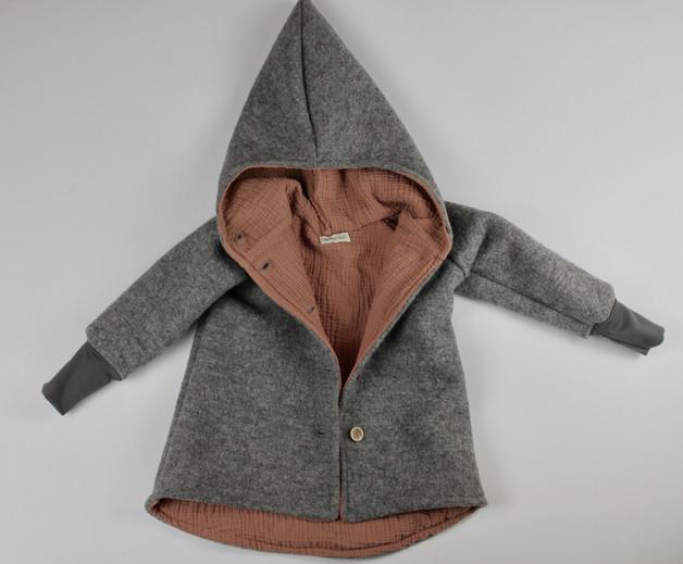 Herbst-Outfits-für-Kinder-Jacke-grau-rose