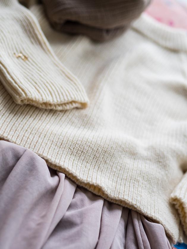Midi Rock Outfit Ideen für Mamas Rock mit Strickpullover