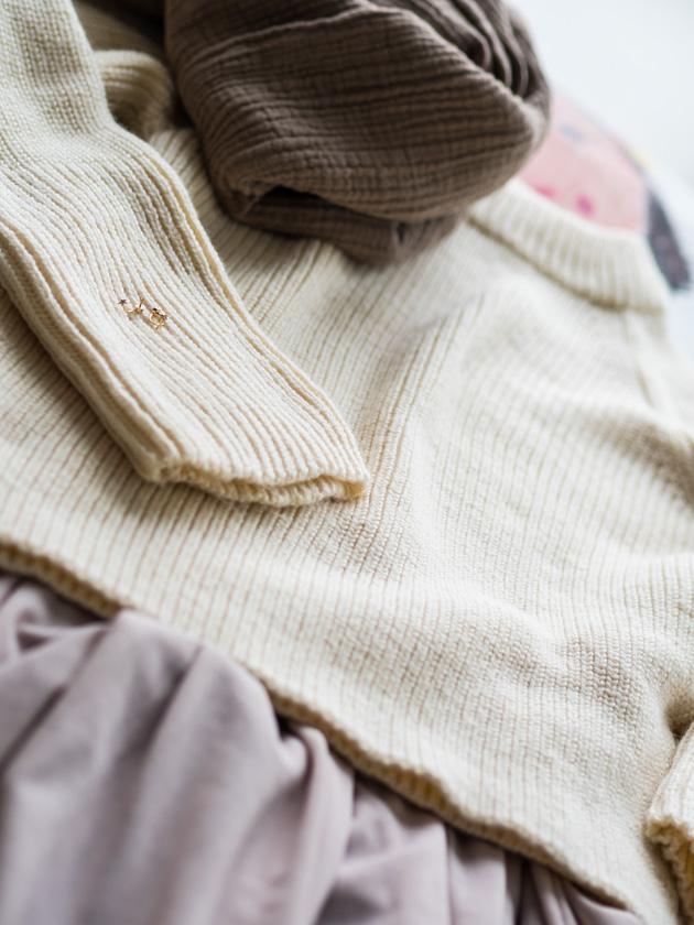 Midi Rock Outfit Ideen für Mamas Rock mit grobem Strickpulli