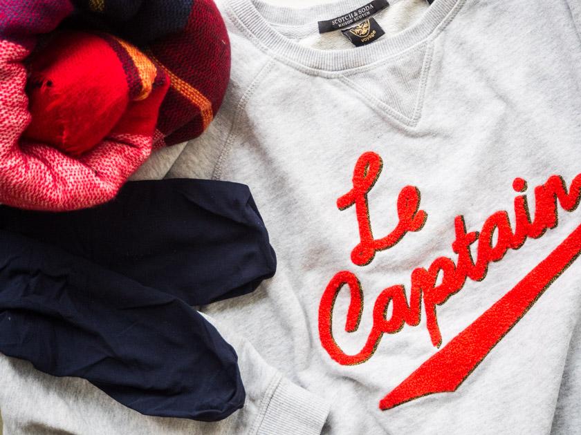 Midi Rock Outfit Ideen für Mamas Sweatshirt, Strümpfe, Karoschal