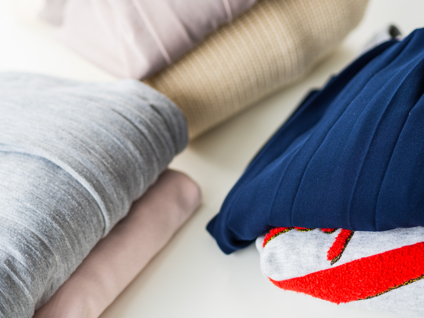 Midi Rock Outfit Ideen für Mamas 3 Kleiderstapel mit Rock und Pulli