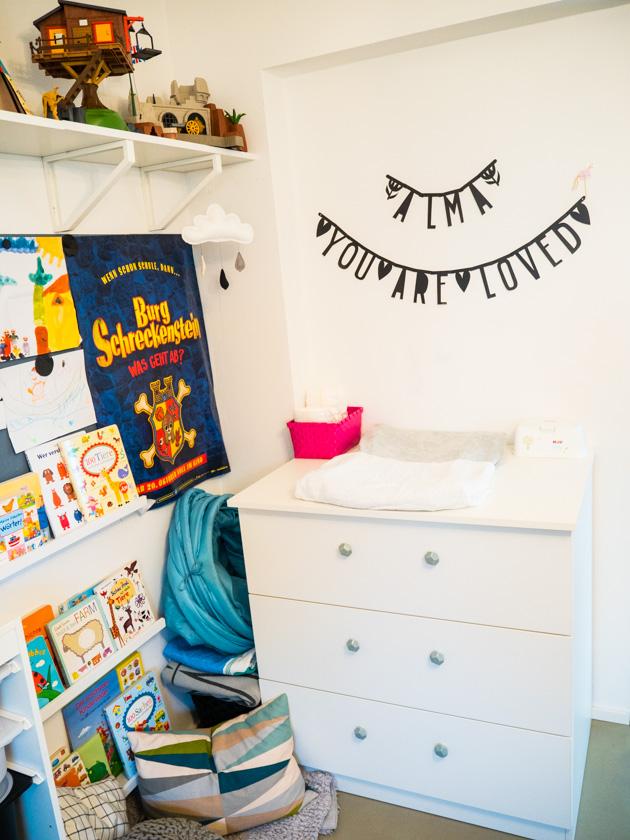 Ordnung im Kinderzimmer - Bücherleiste & Wickelkommode