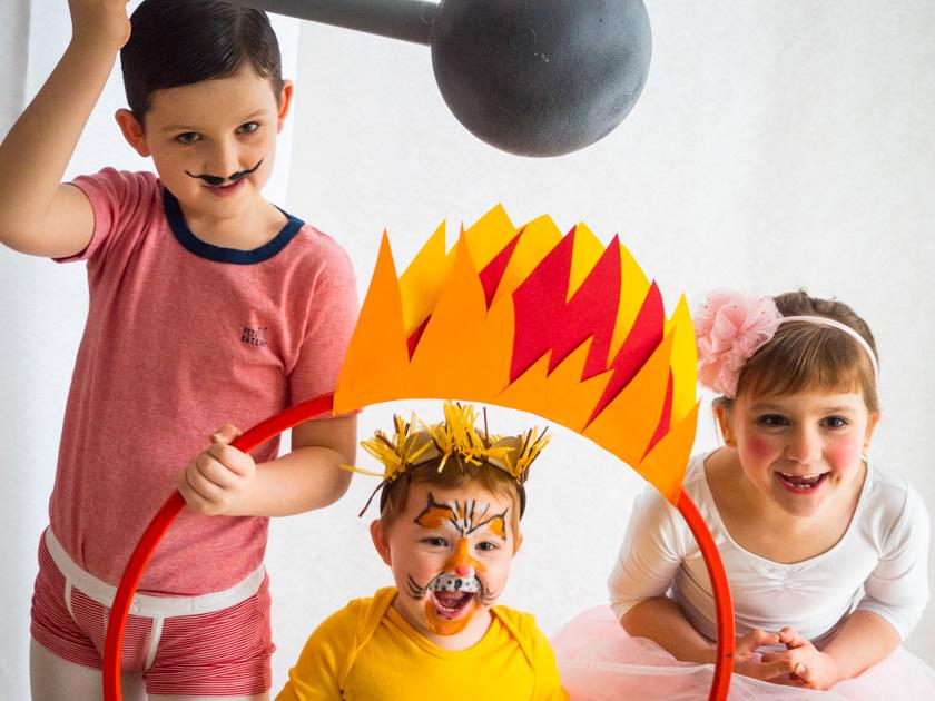 Kostüm Idee für die ganze Familie - Kinder verkleidet als Gewichtheber, Löwe und Trapezkünstlerin