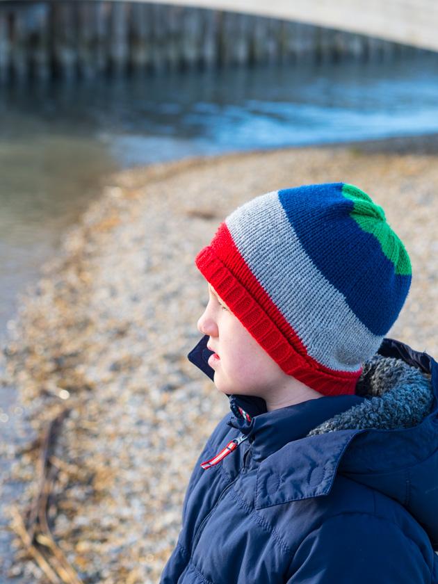 Mit Kindern gesund durch den Winter_Junge mit Mütze