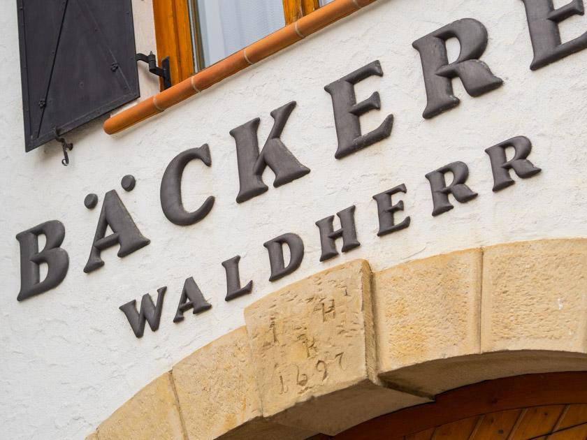 Krapfen backen mit Kindern - Bäckerei Waldherr Eingangstor