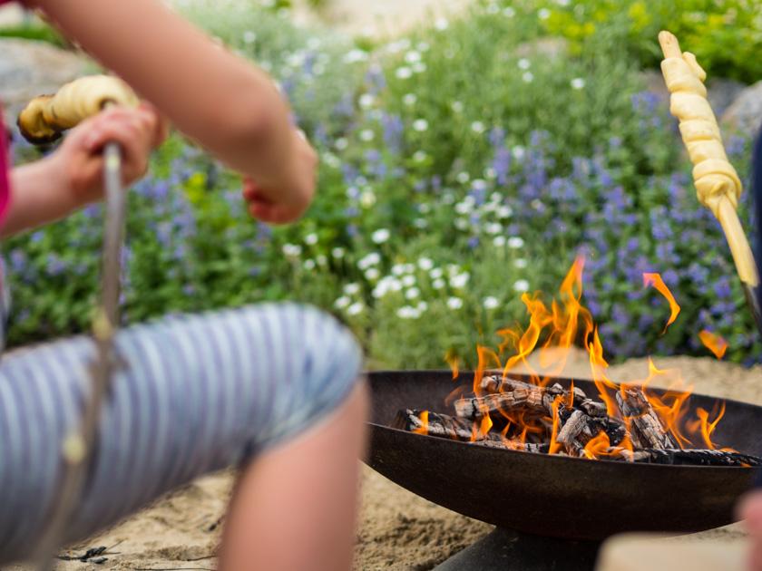 Weidentipi mit Kindern bauen_Feuerstelle