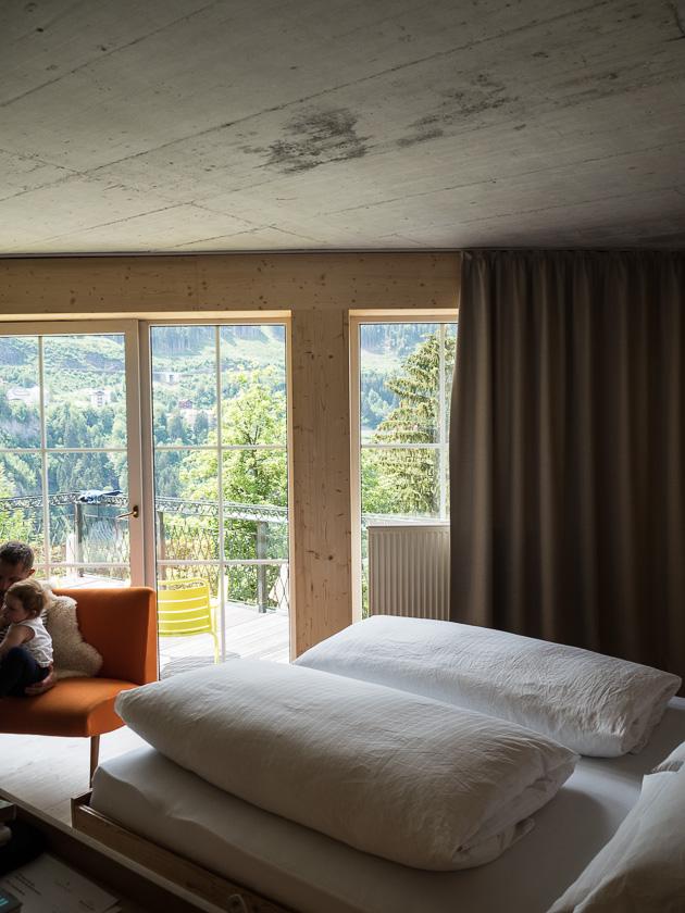 Tipps für einen entspannten Familienurlaub_Hotelbett