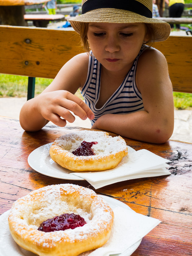 Gasteinertal mit Kindern_Bauernkrapfen
