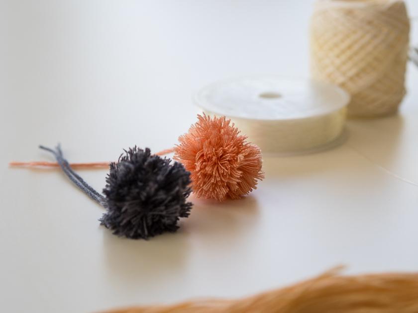 Einfache DIY Pom Pom Ketten_Pom Poms