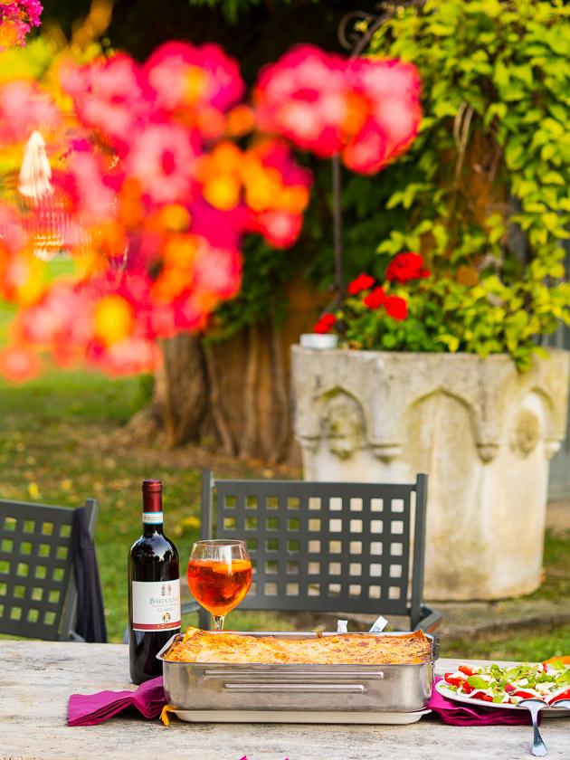 Urlaub am Gardasee mit Kindern_Lasagne und eine gute Flasche Rotwein