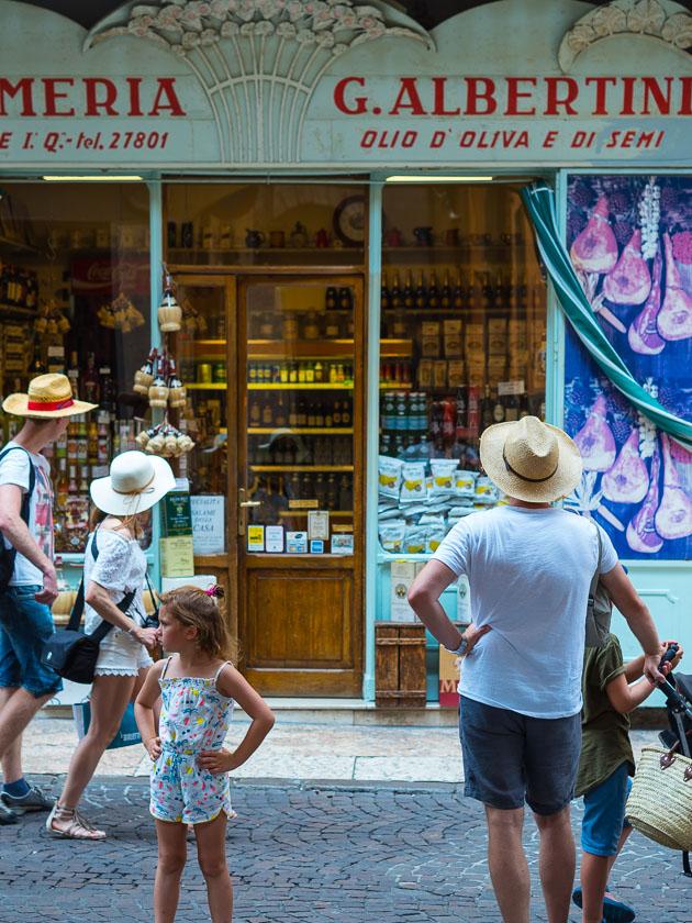 Urlaub am Gardasee mit Kindern_Feinkostladen Verona