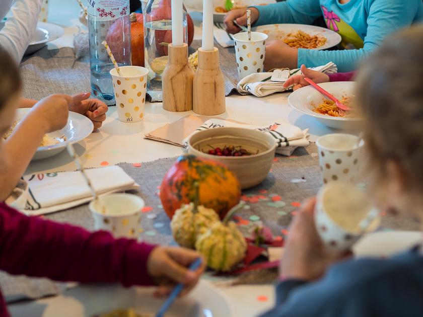 Brunchparty Kindergeburtstag für Mädchen_Pasta essen