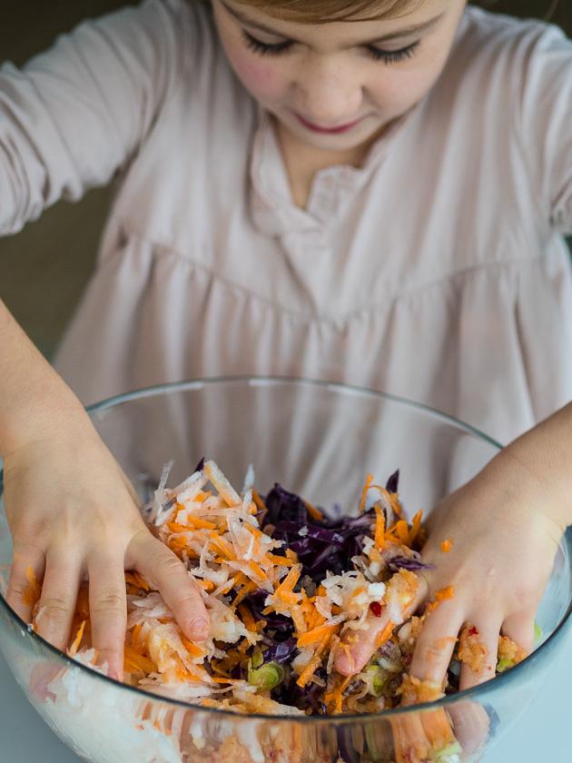 DIY aus der Küche Kimchi Rezept_Kimchi kneten