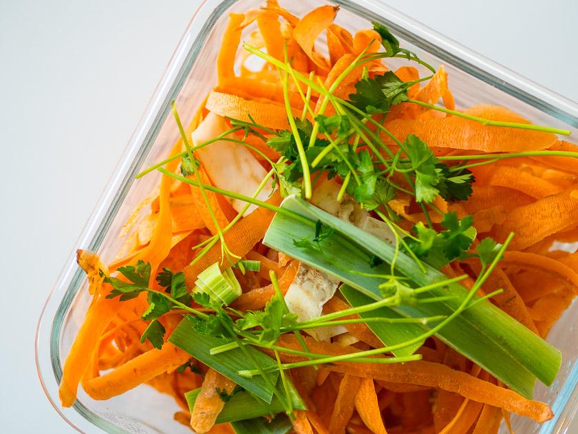Familien-Küchen-Organisation leicht gemacht_Rezept Gemüsebrühe aus Abschnitten