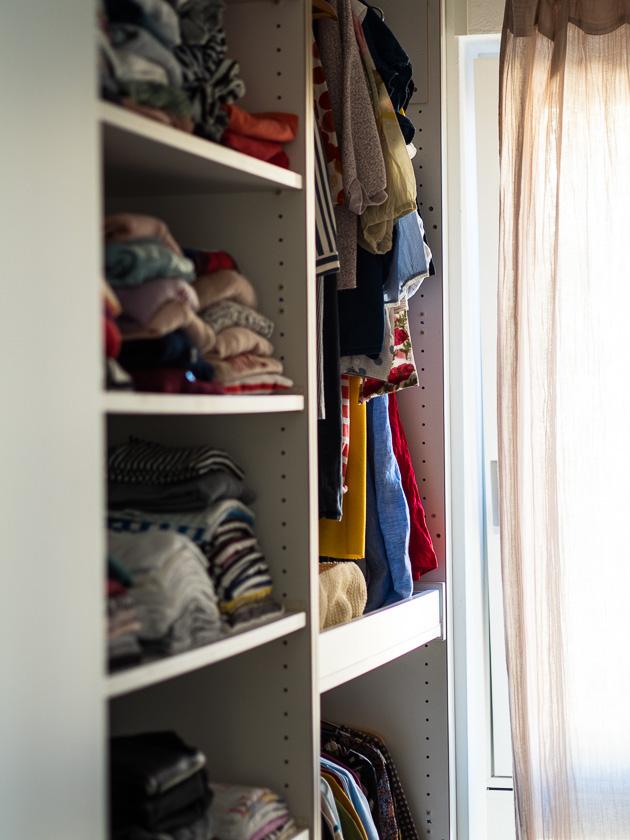Aufräumen, aussortieren und nachhaltig Ordnung halten_Kleiderschrank aufräumen als Mama
