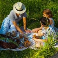 Im Grünen. Familien Essen für draußen, unterwegs & die Sommer Picknick Decke