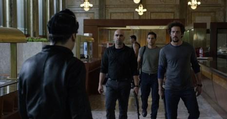 Personajes en el hall banco_alta