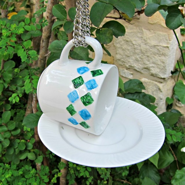 Bird-Feeder-Teacup-DIY