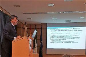 Dr. Moreno Cabello durante la defensa de su tesis Doctoral
