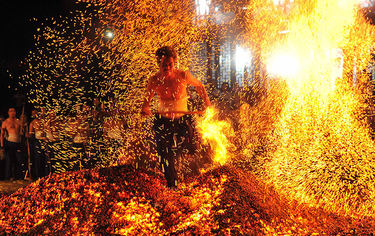 firewalking ceremony  in china
