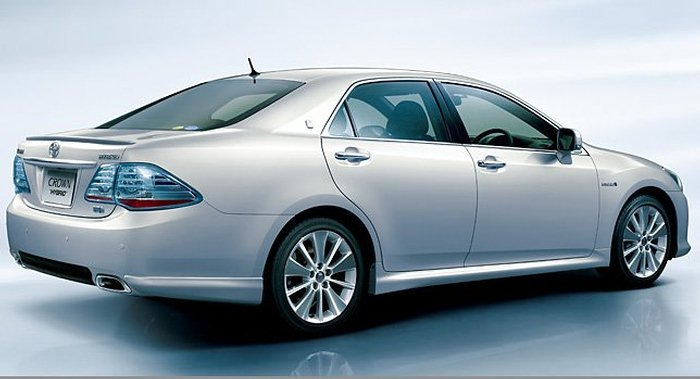 toyota-crown-hybrid-13