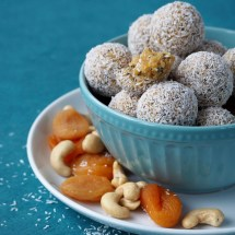 Apricot and cashes energy balls