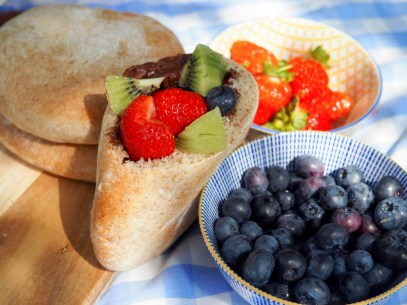 Pita bread with fruit and chocolate by Severien Vits