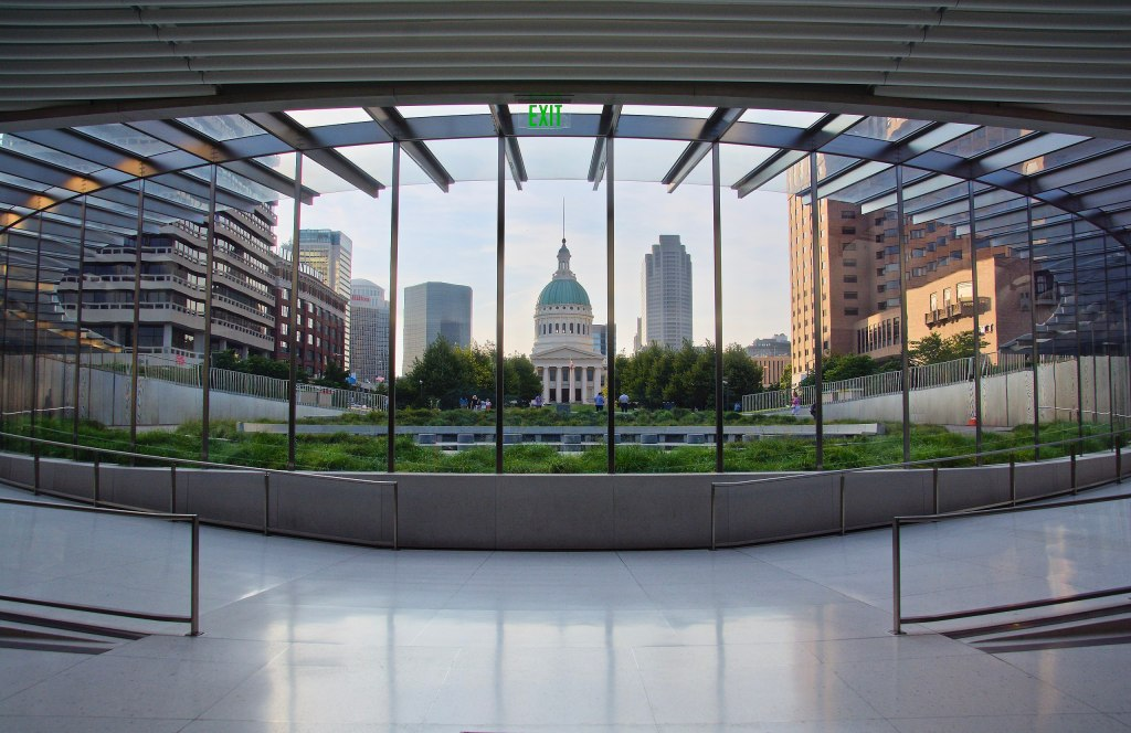 The Gateway Arch Visitor Center   Missouri National Parks