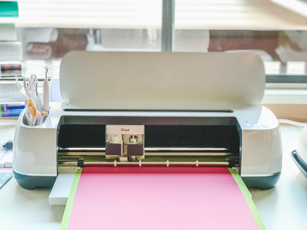 Image of vinyl loaded into Cricut Maker machine