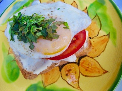 Food-Eggs-Ricotta Toast