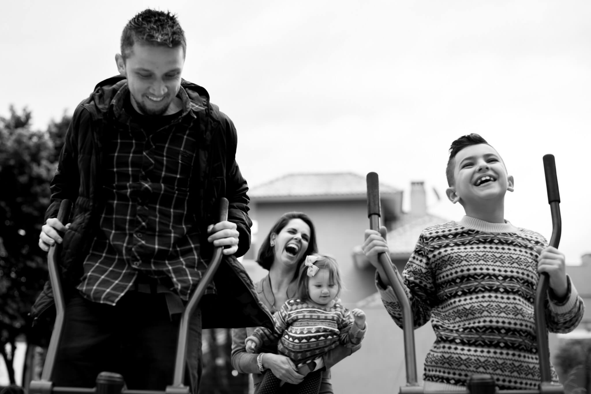 Family photographer London. Lifestyle and documentary family photographer: pregnancy, birth, newborn, baby, child, vacation and children's parties photography. Natural light candid family documentary photography at home or outdoors in London.