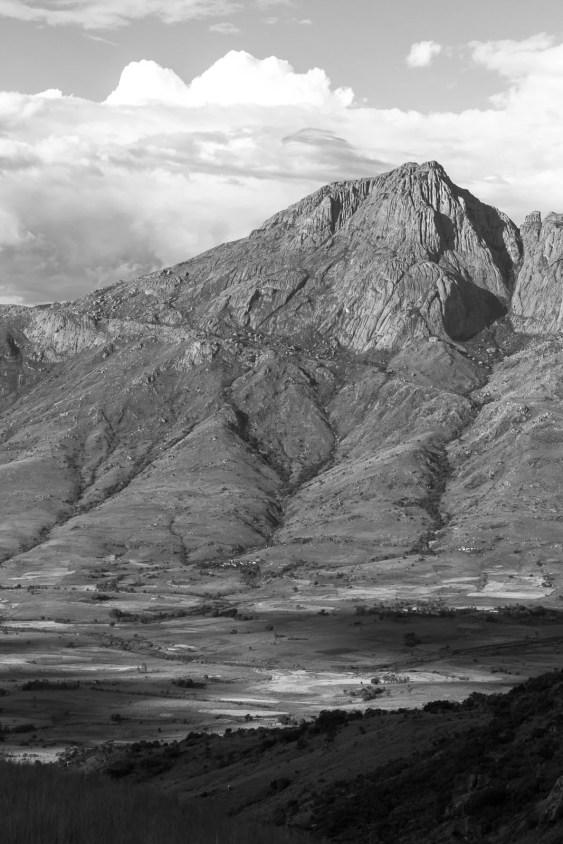 Fin de journée dans la vallée du Tsaranoro et sur le Dondy