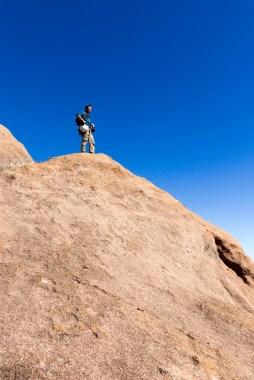 Thomas près du sommet du Tsaranoro atsimo après avoir fini l'ouverture de notre voie