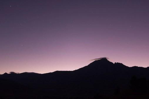 Les premières lueurs de l'aube apparaissent en arrière plan du Dondy