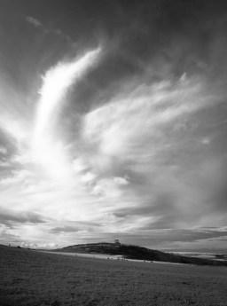Formation nuageuse au dessus du mémorial de guerre de Stonehaven