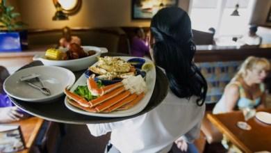 Photo of عمل النساء في في المقاهي والمطاعم… هل لا تزال عادة يصعب تقبلها في مجتمعاتنا؟