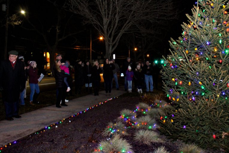 big crowd at 2018 Moriches Chamber tree lighting