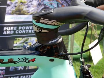 ビアンキOLTRE(オルトレ)『XR4』と『XR3』を比較インプレッション ヘッド上部形状の違い