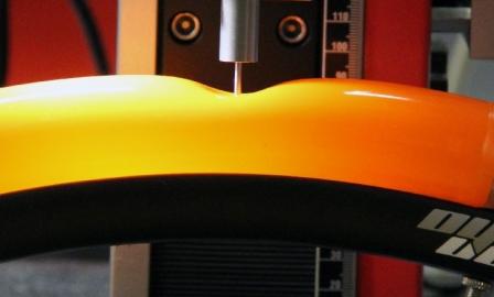 わずか33gにして2倍の耐パンク性を誇る新素材チューブ『Tubolito』 65%軽い 2倍の強さ