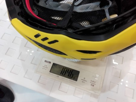 OGK Kabuto史上、最軽量ヘルメット『FLAIR』実物インプレッション! 実測重量