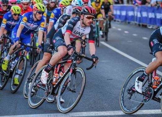 UCIワールドチームの「UAEチームエミレーツ」は 現在ほとんど『V2R』しか乗っていません。